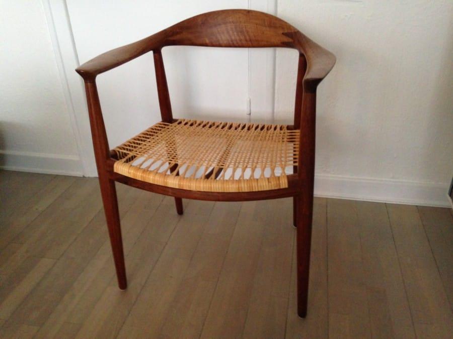 The chair.  Fra Johannes Hansen i teak.  Nyflettet.