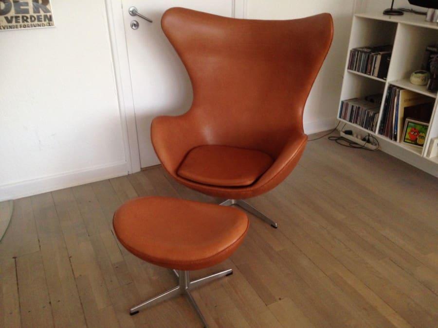 Arne Jacobsen.  I ren anilin provence læder.  Pris 52900