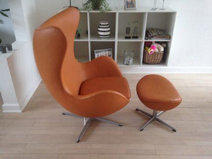 """Arne Jacobsen """"ægget"""" i Cognac anilin læder"""
